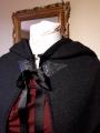 cape noire capuche