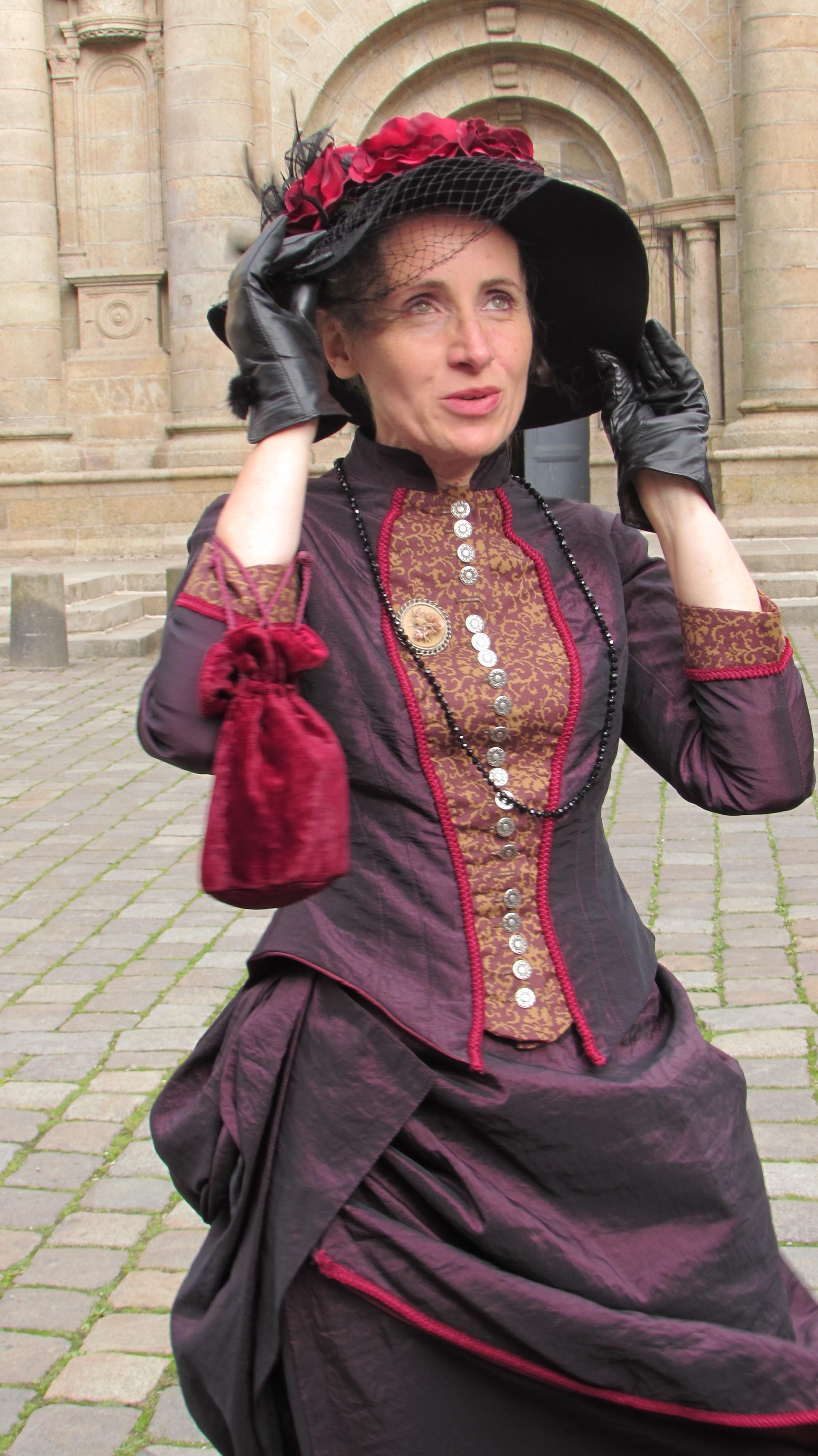 robe 1890 violette et rouge2